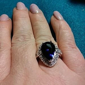 Jewelry - Sz 7 lab created sapphire Almost 4 carats  white t